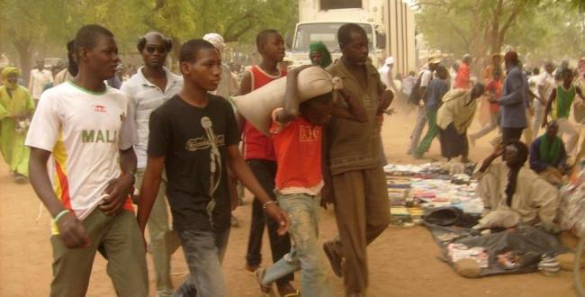 Jeunes à Douentza, Mali, photo: www.rnw.nl