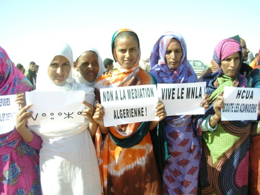 Des femmes manifestant à kidal, photo: koulouba.com