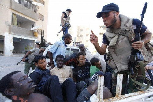 Des noirs pris au cours d'une rafle à Tripoli (Photo: nationspresse.info